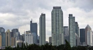 This general view shows the Makati financial district of Manila on January 31, 2011. The Philippine economy expanded by 7.3 percent last year, the highest since democracy was restored to the country more than two decades ago, the government said. Growth domestic product (GDP) growth in the last three months of 2010 also surpassed expectations to reach 7.1 percent, the National Statistical Coordination Board said. AFP PHOTO/NOEL CELIS